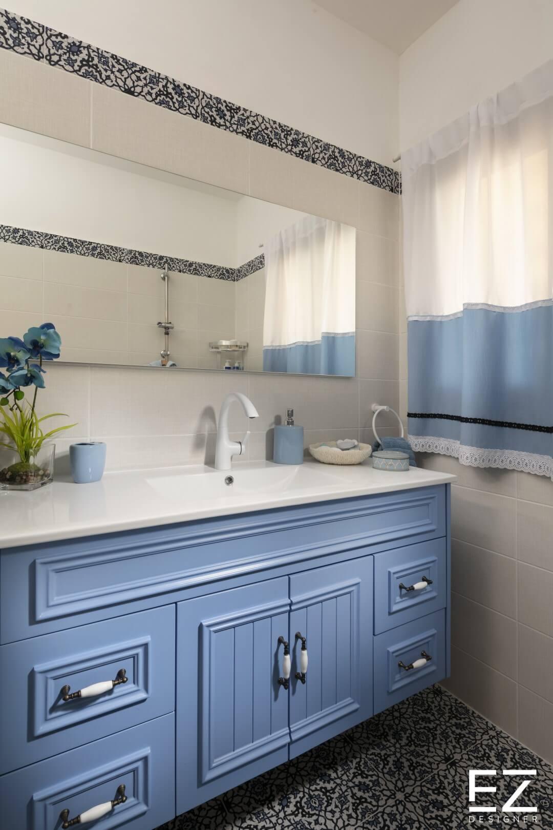 ארונות אמבטיה בגוון כחול תכלת