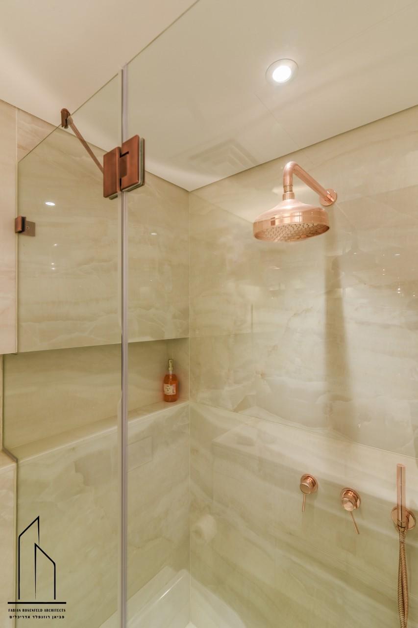 מקלחון סאונה