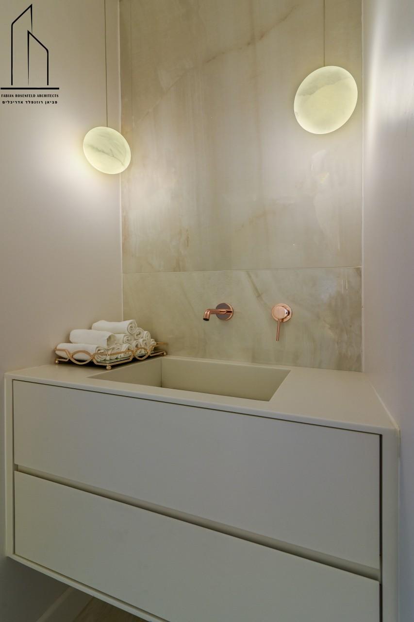 ברזי קיר לאמבטיות